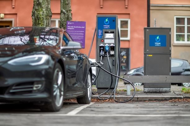 ABB technology in 40 fast-charging stations across Sweden for Vattenfall